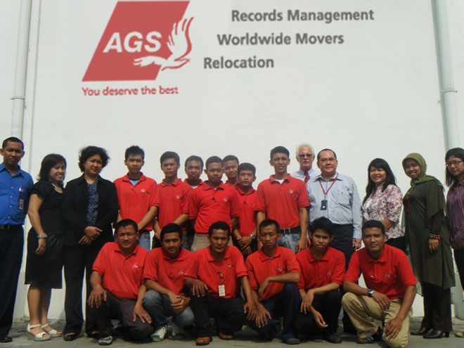 Groupe picture of staff AGS Movers Indonesia