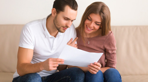 Couple discussing moving insurance.